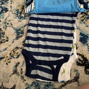 Gerber Other - Bundle of baby body suit